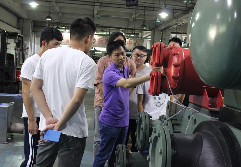 廣東工業大學師生來我司交流學習